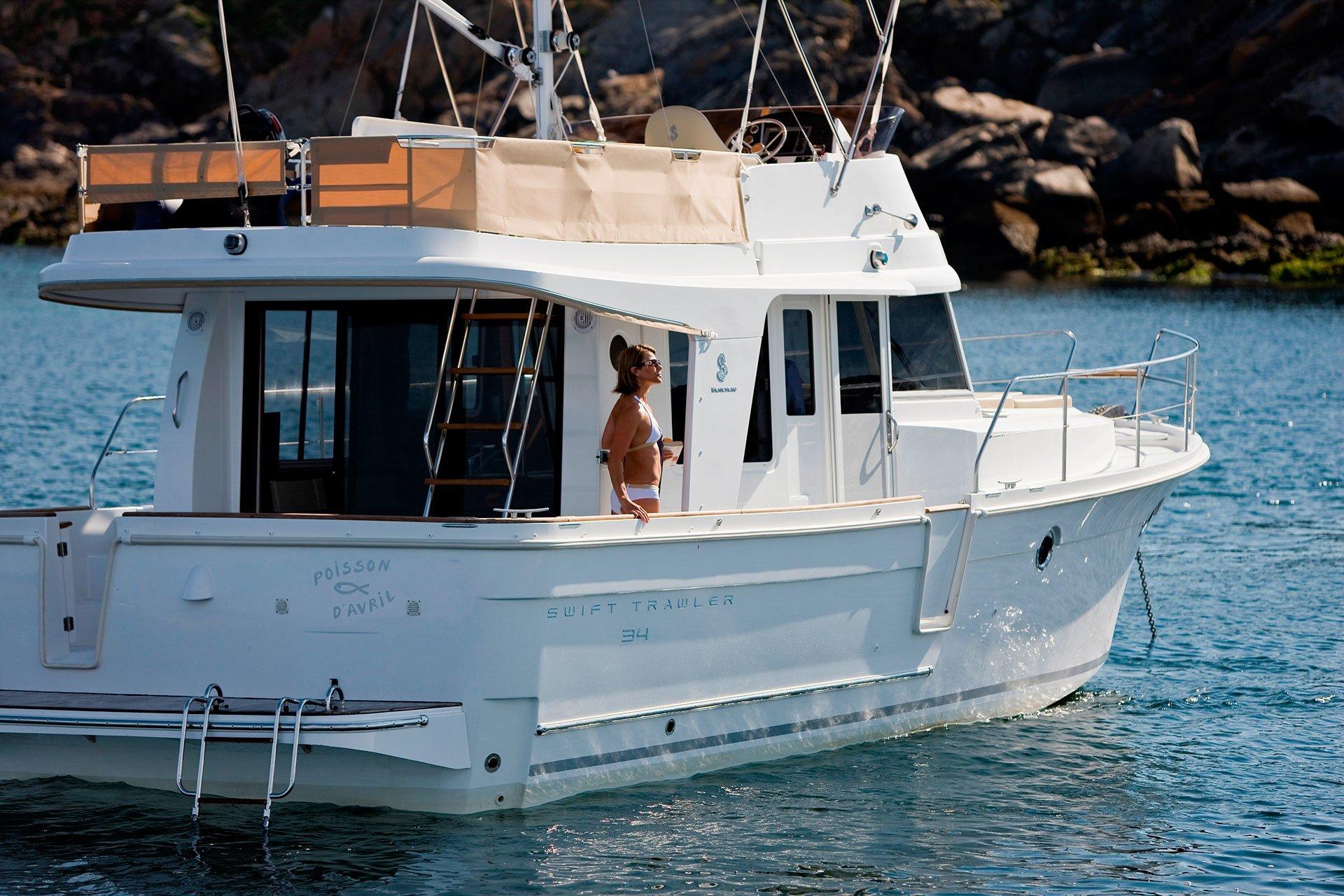 BENETEAU SWIFT TRAWLER 34 FLY Luxury Motor Yachts for Sale